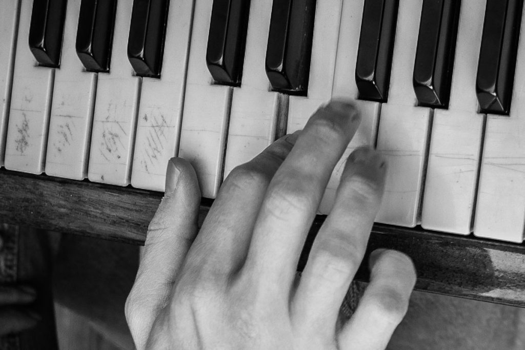 piano-ology-how-to-study-practice-micro-lessons-featured-photo-by-irena-carpaccio-on-unsplash