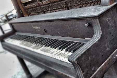 piano-ology-buying-a-piano-featured-photo-by-melissa-edwards-on-unsplash