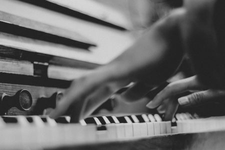 piano-ology-piano-technique-micro-lessons-featured-photo-by-guang-yang-on-unsplash