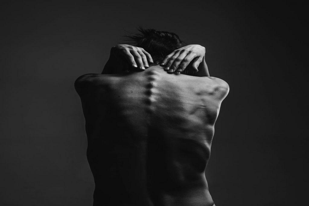 piano-ology-performance-anxiety-body-language-featured-photo-by-olenka-kotyk-on-unsplash