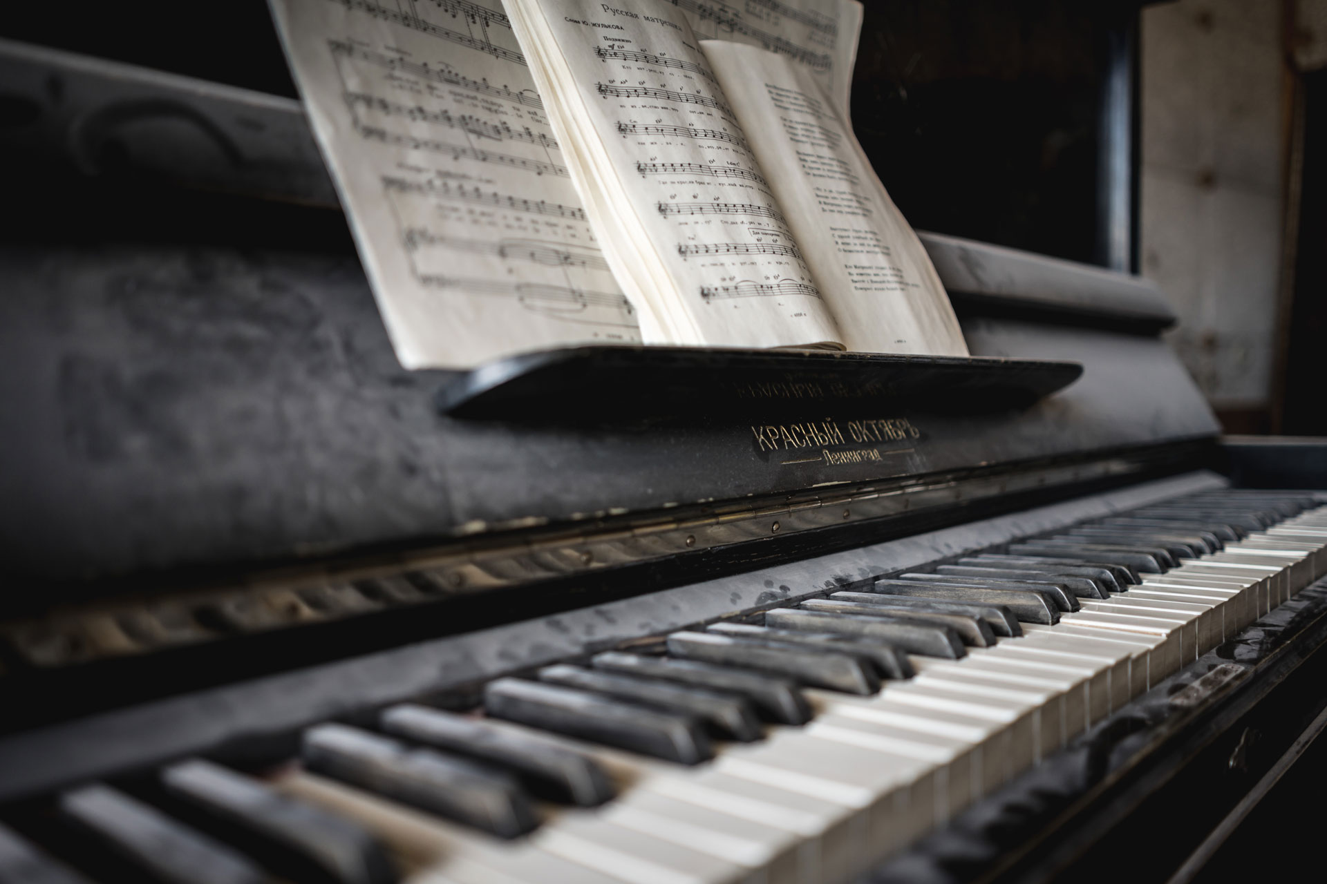 piano-ology-piano-technique-principles-of-velocity-featured-photo-by-patrick-schneider-on-unsplash