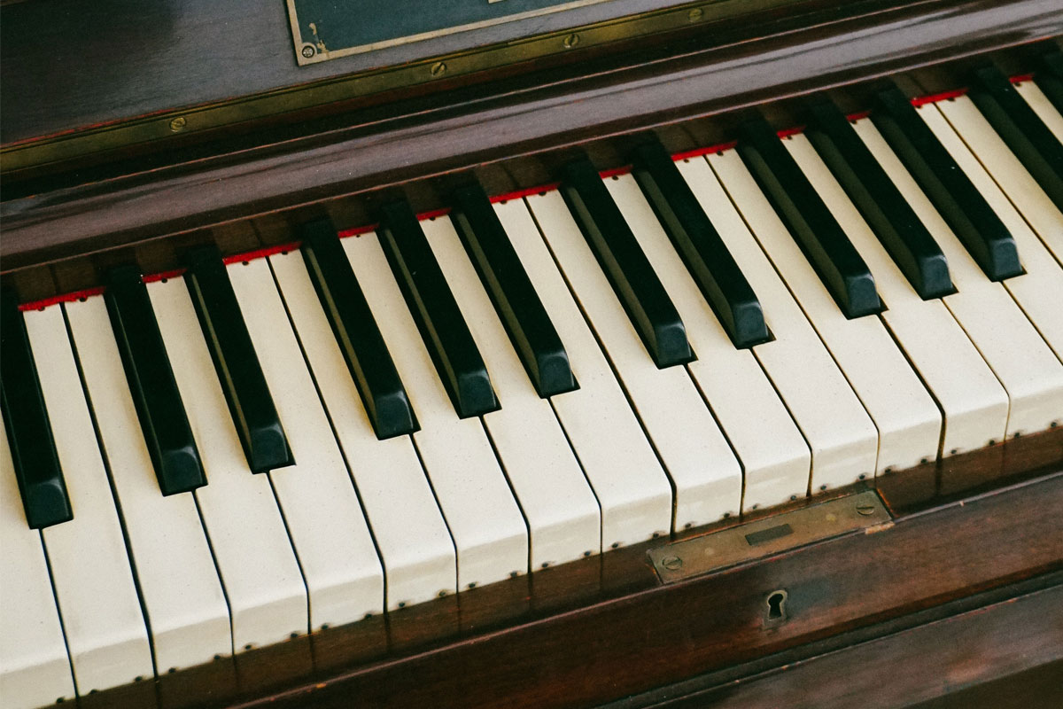 piano-ology-names-of-the-piano-keys-flats-featured-photo-by-rukma-pratista-on-unsplash