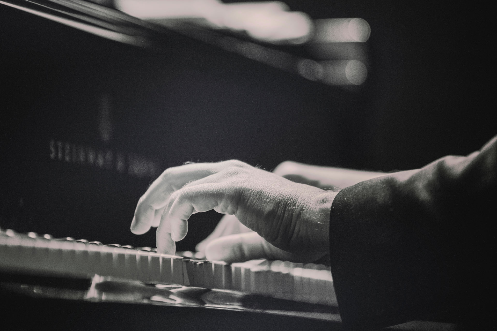 piano-ology-piano-technique-featured-photo-by-dolo-iglesias-on-unsplash